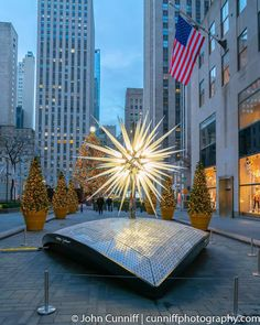 Swarovski Star, Rockefeller Center, and the Christmas Tree in the background. Places To Travel, Places To Go, New York City Christmas, New York Washington, Home Nyc, I Love Ny, City That Never Sleeps, New York Travel, New York Giants