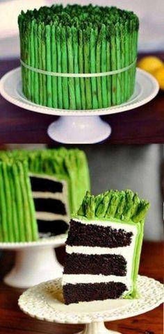 アスパラガスのケーキ。鮮やかな緑色。