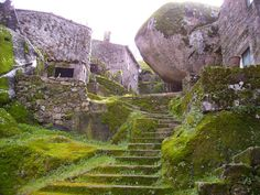 Look at this place! Beautiful: Monsanto. Where most of the homes are built into the rocks - Monsanto, Portugal