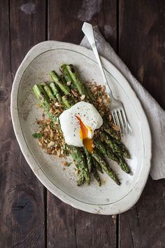 Grilled Asparagus with Lemon Anchovy & Garlic Bread Crumbs - BakeNoir.com