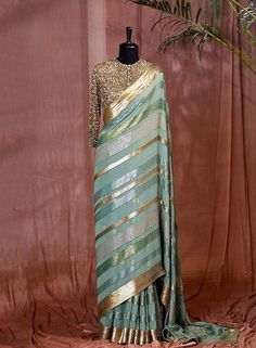 Trendy Sarees, Stylish Sarees, Fancy Sarees, Designer Party Wear Dresses, Indian Designer Outfits, Designer Sarees Wedding, Indian Bridal Outfits, Indian Gowns Dresses, Saree Models