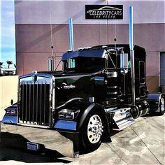 The biggest trucks in the world. The body designs of these trucks are very cool and wow. Heavy Duty Trucks, Big Rig Trucks, Heavy Truck, Semi Trucks, Cool Trucks, Kenworth T800, Peterbilt Trucks, Peterbilt 379, Custom Big Rigs