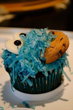 Cookie Monster Cupcake - clever!