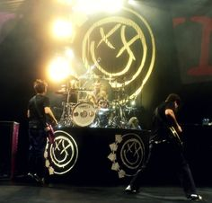 Their stage always looks amazing Blink 182, Music Lyrics, Music Bands, Punk Rock, Rock And Roll, Singer, Concert, Amazing, Life
