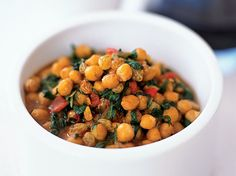 In Seville, chickpeas and spinach (garbanzos con espinacas) is a popular dish served in both fine restaurants and tapas bars. It's simple but incredib Wine Recipes, Soup Recipes, Salad Recipes, Cooking Recipes, Recipies, Healthy Cooking, Healthy Recipes, Stew Chicken Recipe, Chickpea Stew