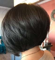 Black Rounded Bob with V-Cut Layers