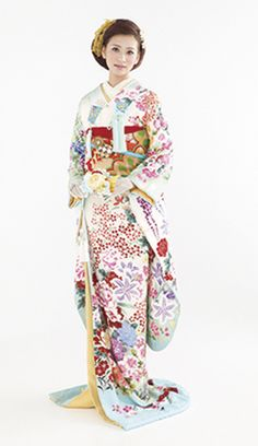 引き振袖・本振袖 Japanese Costume, Wedding Kimono, Traditional Wedding Dresses, Asian Bride, Yukata, Costumes For Women, Textiles, Weddings, Female