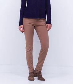 Calça feminina  Modelo skinny cropped  Bolso faca  Marca: Marfinno  Tecido: sarja  Composição: 98% algodão e 2% elastano  Modelo veste tamanho: 36       Medidas da Modelo:     Altura: 1,73   Busto: 80  Cintura: 60  Quadril: 90       COLEÇÃO INVERNO 2016       Veja outras opções de    calças femininas.