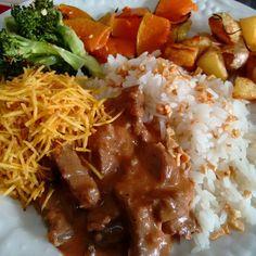 https://flic.kr/p/uZBQy9 | Almoço de domingo.....nhame nhame #estrogonofe com #legumesassados #brocolis #abobora #batatarustica #arrozcomalho #mandioquinhapalha