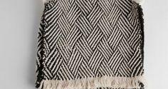 Mostra exibiu peças de artesanato confeccionadas pelos índios Waiãpi, do Oiapoque, no Amapá. O trabalho reúne 270 peças de diversos povos indígenas do país. No caso dos Waiãpi, imagens e artigos destacam os grafismos que imitam formas animais, como pernas de rã, asas de borboleta, casco de jabuti e pintas de onça. O material é produzido com lascas de arumã, tinta vermelha de urucum e resinas naturais. Essa arte é reconhecida pela Unesco como patrimônio imaterial da humanidade.