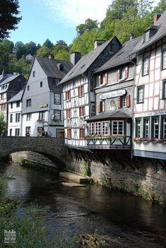 Monschau, Germany Germany Castles Acesse no Site para informações http://storelatina.com/germany/travelling #Alemanhatravel #viagem #viagemgermany #Alemanha