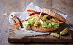 Veggeburger med bagte rodfrugter og røræg Lækkert, nyt fyld til burgeren. Dejlig nem aftensmad.