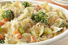 Crunchy veggies and water chestnuts add a tasty crunch to our Tangy Tuna Pasta Salad. It gets its tang from MIRACLE WHIP mixed with a bit of dill weed. Broccoli Pasta Salads, Tuna Salad Pasta, Summer Pasta Salad, Bacon Pasta, Pasta Salad Recipes, Healthy Salad Recipes, Sauces, Kraft Recipes, Pasta Dishes