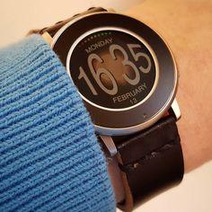 """Bulge"" #Watchface by chops (@mereed73) /w @gadgetwraps wrap & @primria_design black leather watchband #pebble #smartwatch #pebbletime #watchfaces Pebble Smartwatch Watchfaces"