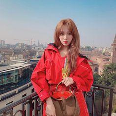 lee sung kyung for fendi Korean Actresses, Asian Actors, Korean Actors, Actors & Actresses, Korean Dramas, Lee Sung Kyung Fashion, Lee Sung Kyung Style, Lee Sung Kyung Hair, Han Ye Seul