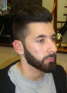 Afeitado Tradicional + Corte de Pelo.  http://richardsalon.es/blog/cortes-de-pelo/cortes-modernos-de-chicos-en-richards-barberia-2/