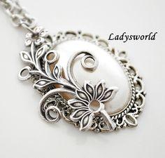 """white dream""  Vintage Necklace"