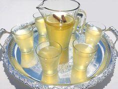 Charbet ou Cherbet el qaress est une citronnade algérienne très répandue à Alger dont la référence est l'incontournable cherbet de Boufarik. C'est la boisson favorite des algérois pendant le Ramadan. Elle est à base de citron et bien sucrée tout ce qui faut pour requinquer le corps après une longue journée de jeûne. cherbet el qaress ont une symbolique assez forte qui me ramène en enfance. La tradition algéroise veut que lorsqu'un enfant jeûne pour la première il le rompt en dégustant un…
