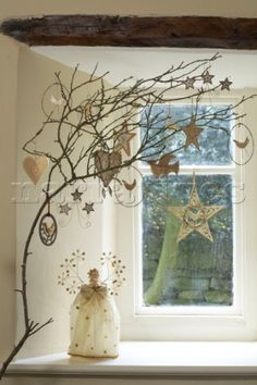 Google Image Result for http://www.narratives.co.uk/ImageThumbs/TH009_10/3/TH009_10_Alternative_small_tabletop_Christmas_Tree_decorated_with_golden_crafted_decorations.jpg