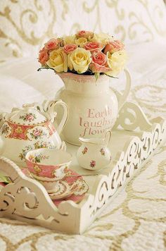 Shabby Chic White Tray with Tea Set and Pink Flowers Shabby Vintage, Vintage Tea, Vintage Bohemian, Decoration Shabby, Romantic Decorations, Café Chocolate, Estilo Shabby Chic, Tea Tray, Breakfast In Bed
