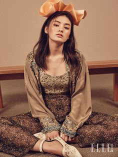 Kim Yong Ji by Zoo Young Gyun for Elle Korea March 2016 Fashion Poses, Fashion Art, Fashion Design, Vogue Korea, Fashion Photography Inspiration, Beautiful Asian Girls, Fashion Studio, Asian Fashion, Girl Photos