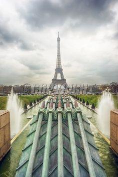 Eiffel tower and Fountain of Warsaw in Jardins du Trocadro in Paris: Lizenzfreie Bilder und Fotos Warsaw, Fountain, Tower, Paris, Building, Travel, Tour Eiffel, Royalty Free Images, Rook