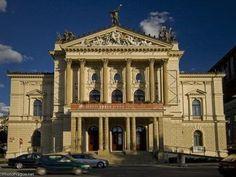 Kudy z nudy - Plavby po Vltavě - Pražské Benátky Prague Opera, Notre Dame, Big Ben, Mansions, The Originals, House Styles, Building, Theatre, Travel