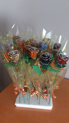 For St Jordi, roses made with nespresso capsules Diy Arts And Crafts, Fun Crafts, Crafts For Kids, Dosette Nespresso, Craft Projects, Projects To Try, Diy Gifts, Inspirer, Coffee Enema