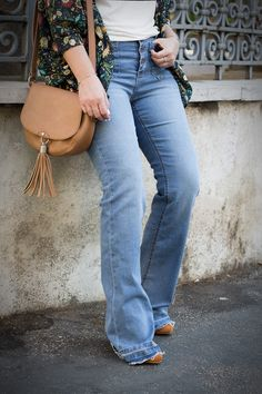 Afro Style: how to wear the turbant and flare jeans http://www.dressingandtoppings.com/2016/09/01/come-indossare-il-turbante/