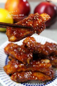 자꾸 손이가는 매콤달콤 립강정. 등갈비강정(등갈비구이.쪽갈비구이 만드는 방법) : 네이버 블로그 Sauce Recipes, Pork Recipes, Asian Recipes, Cooking Recipes, Korean Dishes, Korean Food, Look And Cook, Korean Kitchen, K Food
