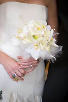 Contemporary white bridal bouquet with white orchids and feathers! #bridalbouquet #whitebouquet #modernbouquet #funbouquet #creativebouquet #whitefloral #whitefeathers #arizonawedding #blueandwhitewedding #bluewedding #whitewedding #outdoorwedding #tentwedding #creativewedding #modernceremony