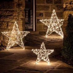 Best Outdoor Christmas Decorations, Decorating With Christmas Lights, Christmas Porch, All Things Christmas, Christmas Time, Christmas Crafts, Christmas Lights Outside, Star Christmas Lights, Outdoor Christmas Light Displays