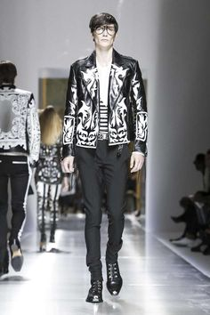 Balmain Menswear Spring Summer 2018 Collection in Paris Anti Fashion, Fashion News, Fashion Show, Mens Fashion, Fashion Trends, Christophe Decarnin, Balmain Collection, Balmain Men, Paris Look