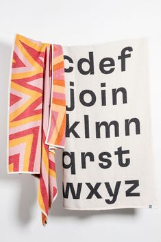 ZigZagZurich Launches Artist-Designed Cotton Blankets Collection 2018 Swiss textile brand ZigZagZurich added a new collection of artist-designed cotton blankets inspired by both art and graphics, from. Paint Effects, Cotton Blankets, Artist At Work, Pop Art, Organic Cotton, Weaving, Product Launch, Stripes, Bauhaus