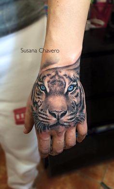 tiger hand tattoo by cris saketattoocrew at. Black Bedroom Furniture Sets. Home Design Ideas