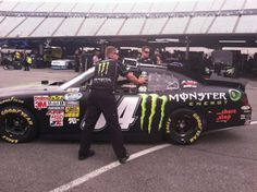 Crew positions car for @KurtBusch to practice only session of day 12:30 to 2:20 est @GOAMF @MonsterEnergy