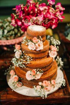 detalhes do lindo naked cake de casamento de Claudia Debes e Rafael Torres                                                                                                                                                                                 Mais