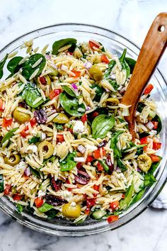 This vegetarian Mediterranean orzo pasta salad with crunchy vegetables and spinach, briny olives, and feta cheese makes a healthy, easy-to-make, meal-prepped meal or flavorful pasta salad side. Get the recipe: Mediterranean Orzo Salad Barley Salad, Soup And Salad, Salad With Pasta, Spinach Orzo Salad, Greek Orzo Salad, Summer Pasta Salad, Cucumber Salad, Caprese Salad, Orzo Salat