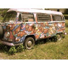 Top Hippie Bus Amazing Artwork & Make Your Happy Camper Happy Hippie, Hippie Love, Boho Hippie, Bohemian Soul, Bohemian Design, Volkswagen Bus, Vw T1, Volkswagon Van, Volkswagen Beetles