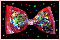 J'ai fabriqué pour Charlie un petit noeud papillon cotillon avec un sachet transparent où j'ai collé au fond un papier de soie rouge.