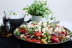 grekisk sallad Zeina, Watermelon Salad, Tzatziki, Vegetable Salad, Pizzeria, Veggie Recipes, Cobb Salad, Potato Salad, Foodies