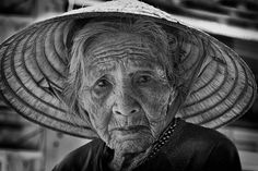 Image of The Week: Vietnam – Old Lady of Hoi An – The Face of Time