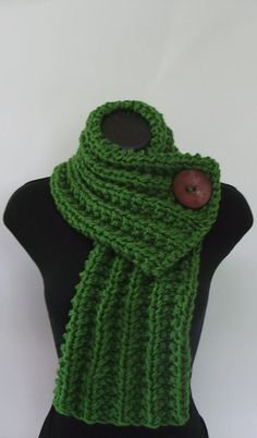 """Crochet Scarf Ideas Add large button to """"too short"""" knit scarves that I never wear to make a cowl wrap sort of like this picture. except looser, on the shoulders. Omg I have some short fur scarves to try this on! Loom Knitting, Knitting Patterns, Crochet Patterns, Finger Knitting, Scarf Patterns, Knitting Machine, Hand Knitting, Cowl Scarf, Knit Cowl"""