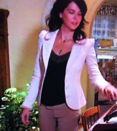 Lorelai, Gilmore Girls. Love the jacket and this outfit.