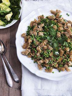 Pasta med sitronfløtesaus og grønn salat