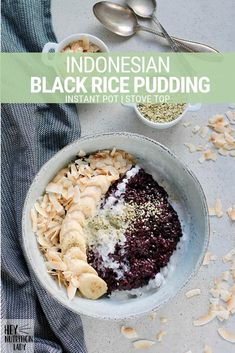 Indonesian Black Rice Pudding is a healthy vegan recipe that's perfect for breakfast or dessert! Made with coconut milk and naturally sweetened with coconut sugar, this rice pudding recipe can be made on the stove top or in the Instant Pot. Rice Desserts, Dessert Recipes, Dessert Healthy, Fodmap, Sin Gluten, Tahini, Black Rice Pudding, Coconut Pudding, Rice Recipes For Dinner