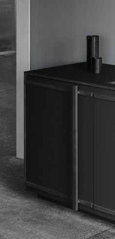 In Chris L. Halstrøm's kitchen design the handle is not just a minor detail, but also an essential part of the entire front.