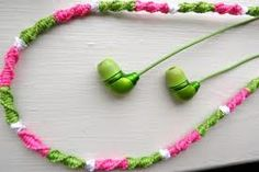Teen DIY crafts--crochet headphones I call it macrome' MLK Teen Diy, Diy For Teens, Crafts For Teens, Teen Crafts, Kids Diy, Cute Crafts, Crafts To Do, Creative Crafts, Easy Crafts