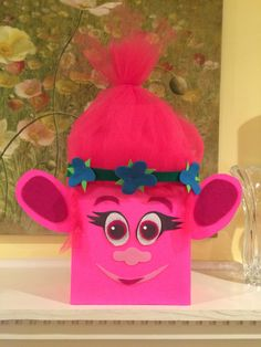 "E's ""Poppy"" from Trolls Valentine's box"