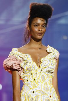 Vivienne Westwood Spring 2014 Ready-to-Wear Fashion Show Details